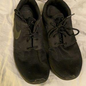 Black Nike Tennis Shoes